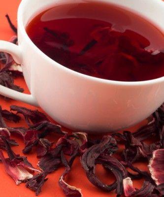 Chá de hibisco tem ação diurética, digestiva e termogênica Chá de hibisco: tem ação diurética, digestiva, laxante e termogênica. Para preparar, faça a infusão com 1 litro de água fervida com 2 colheres de sopa de hibisco.