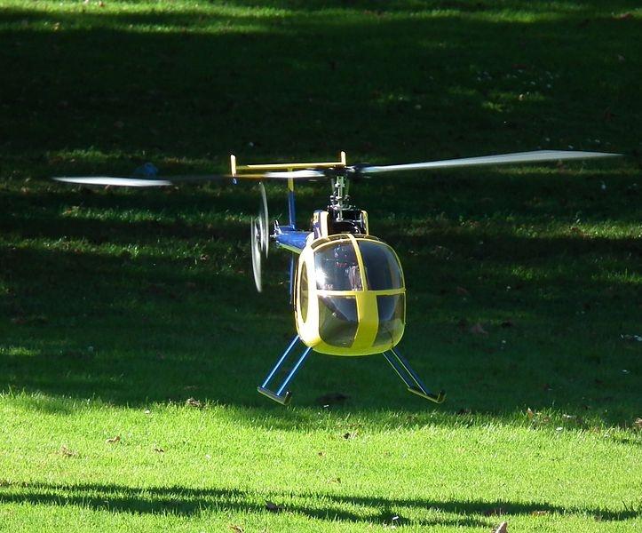 File:Modellhubschrauber im Flug 2011.JPG, CC-A-SA