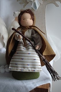 """Mother Thaw, pattern and instructions come with the booklet """"The Nature Table"""".: Mothers Thaw, Felt Stands, Thaw Dolls, Mothers Earth, Waldorf Dolls, Poppen Barbara, Earth Dolls, Natural Tables, Bimbi Fior"""