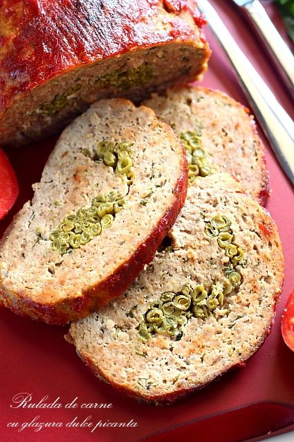Rulada umpluta de carne tocata de porc cu glazura dulce picanta. Cum se prepara o delicioasa rulada cu carne de porc tocata.
