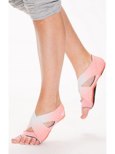 Nelly.com: Nike Studio Wrap 3 Print - Nike - kvinne - Glow. Nyheter hver dag. Over 800 varemerker. Uendelig variasjon.