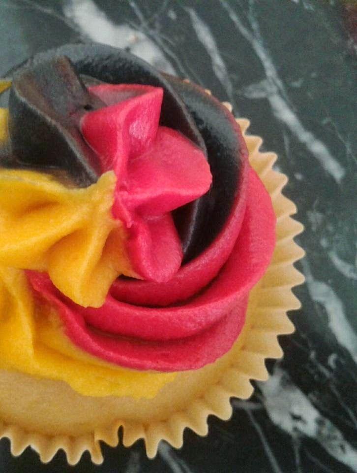 Germany Cupcakes, Deutschland Muffins, WM Kuchen, EM Kuchen, mehrfarbiges Icing, dreifarbiges Frosting