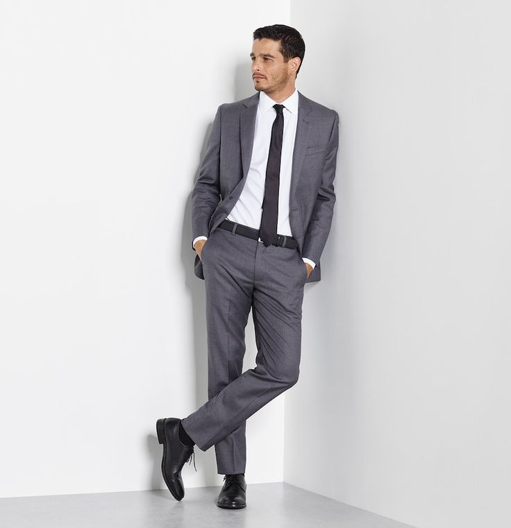 Abraham Lincoln said that you can't please all of the people all of the time, but he wasn't talking to a grey suit. You can wear medium grey year round. It's simultaneously classic and modern, effortless and refined.    Includes jacket and pants. Available in classic and slim fits.