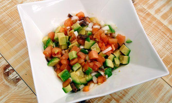 Receta de Ensaladilla de aguacate, tomate y anchoas