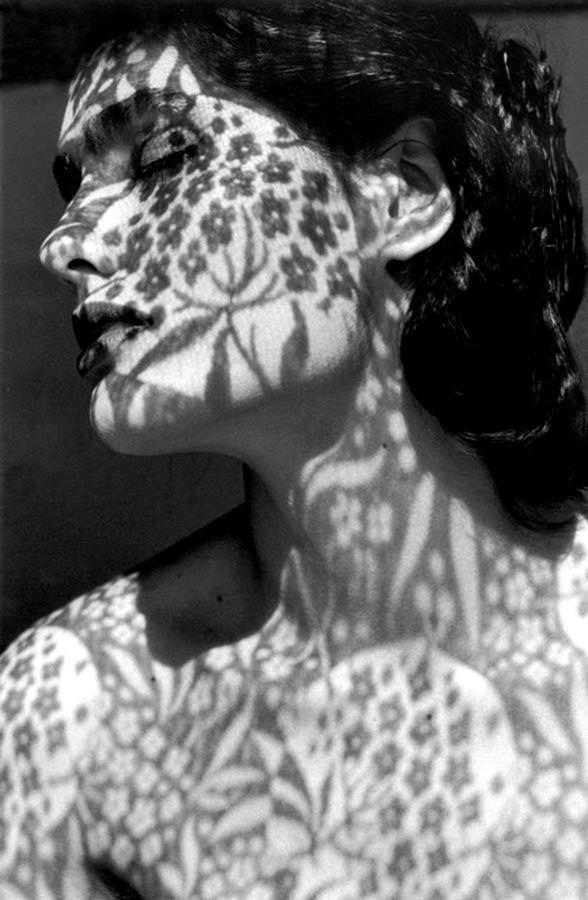 Carmen Sammartin con l'ombra della tenda, Sicilia, 1991. Ferdinando Scianna. Gelatin silver