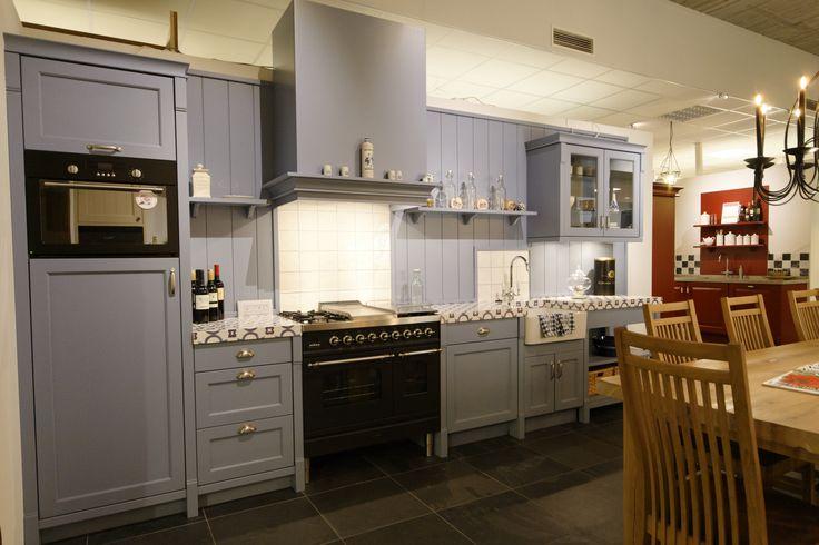 Landelijke keuken in lichtblauw, uitgevoerd met  kastwerk van het merk Schmidt. Odink Keukens Tynaarlo, http://odinkkeukens.nl/