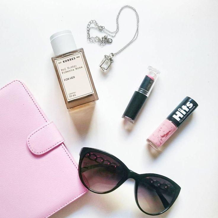 """Cosméticos escolhidos para esse domingo: Perfume Korres Pimenta Rosa; Batom rosa Wet'n Wild Megalast e esmalte rosa """"Explode coração"""" da Hits Speciallità #feedrosa #rosa"""