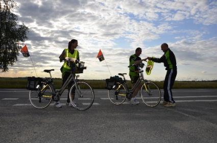 Klaar voor de Roparun. Met gemiddeld 65 km per persoon voor de boeg, hebben de lopers een behoorlijke uitdaging. Roparun 2011 - Runner's World