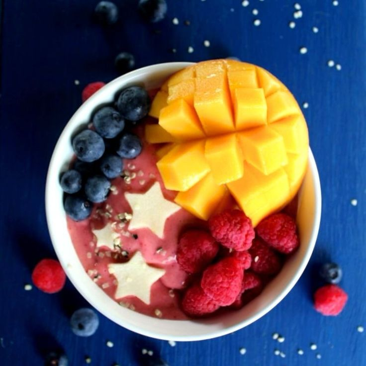 Love that time of year when Blueberries, Raspberries, and Mangoes are all cheap!   Yummy smoothie bowl with a little bit of everything including hemp seeds and apple stars.  Archie and Rissie don't even ask me what I am doing anymore.