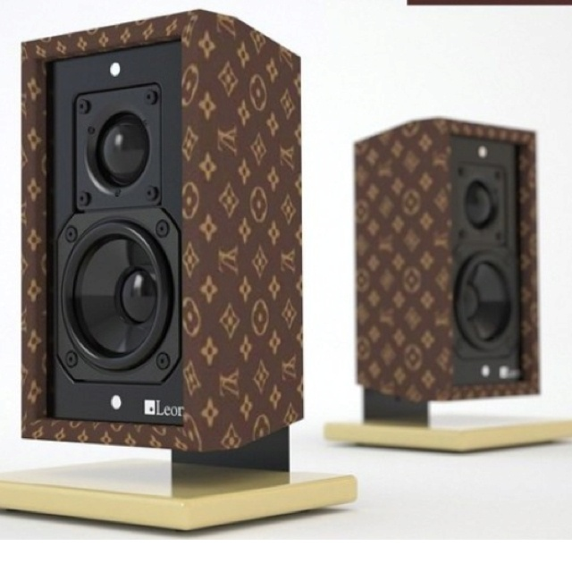 These cute Louis Vuitton speakers would look amazing on my desk, would perfectly match my LV background & mouse mat! L-O-V-E