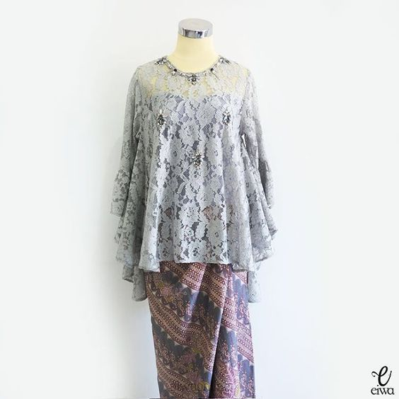 """432 Likes, 25 Comments - EIWA - kebaya brokat bajubodo (@eiwaonline) on Instagram: """"SOLD OUT TOP0533 (grey) ready in grey, bw, and rouge Bust 96cm - 114cm (stretch) Length 57 / 75cm…"""""""