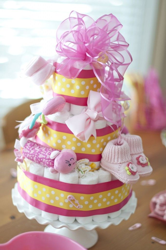 Cute Baby Shower Ideas-Diaper Cake @Dora Martin Chambers~ I bet you would like making this! :)