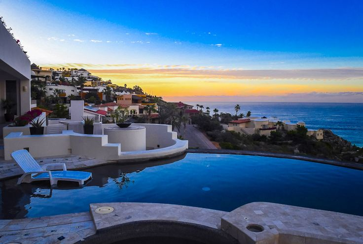 Sensational sunset views are waiting for you at this inviting luxury villa rental overlooking the Pacific Ocean in Cabo's prestigious Pedregal neighborhood. Whether you decide to admire the unforgettable panorama from your lounge chair, the swimming pool or the inviting jacuzzi at Villa Perla de Law, you'll find it difficult to tear yourself away from the glorious vistas.