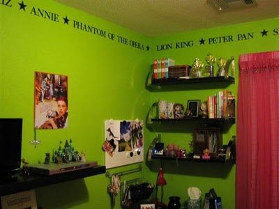 I decorated my daughter 39 s room with a broadway theme cost for Broadway themed bedroom ideas