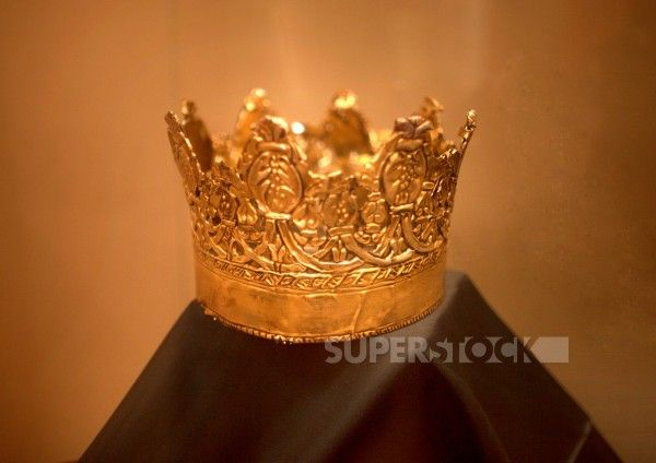 The crown of the Catholic Queen Isabella I of Castile used during the filming of the tv serie Isabel, produced by TVE, in the temporal art exhibit ´Isabel la Catolica y su tiempo, in the Centro de Cultura virtual of Caceres, Extremadura, Spain : Stock Photo