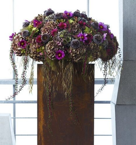 Tone on tone - outstanding colors: shades of brown, green, pink, burgundy, purple concentrated in a basin of rudbékias hydrangeas, alliums, cosmos, pokeweed, Rhus Cotinus, crazy oats, fruits and eyelets peonies ~ Gilles Pothier