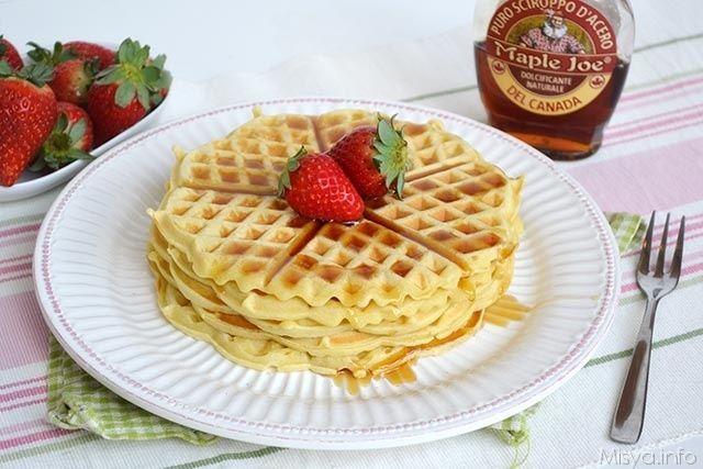 I waffle, chiamati anche gaufre, sono delle famose cialde per la colazione cotte su doppie piastre roventi che gli conferiscono il caratteristico aspetto goffrato, vale a dire
