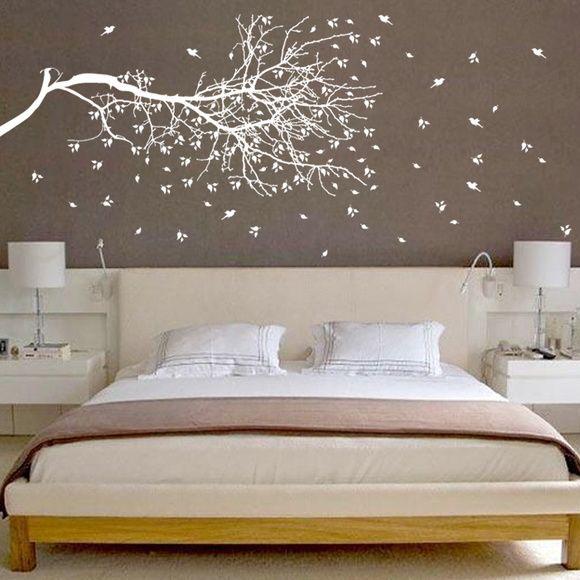 Delicado Adesivo de Parede Árvore com folhas caindo   Medidas:  Tamanho grande:  165x78cm (LxA) R$ 320,00 Frete Grátis   Acompanham várias folhas extras   Opções de Cores:  Branco ou Preto.