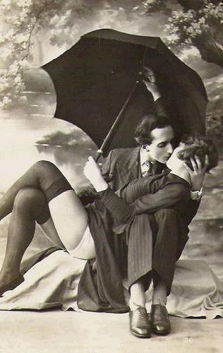 Gorgeous picture #VintagePhotos #1920s Anyone know what this is called?