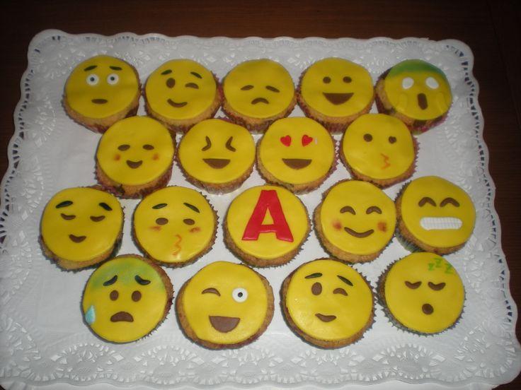 Cupcakes de emoticonos para jugar el día de su cumpleaños a... ¿con cuál te sientes identificado? Jejeje!!