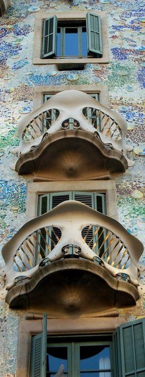 Casa Batllo in Barcelona, Spain • architect: Antoni Gaudí • photo: Alscardoso on Wikipedia http://en.wikipedia.org/wiki/Casa_Batll%C3%B3#mediaviewer/File:Casa_Batllo.jpg