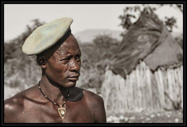 Toekomstig stamhoofd - foto gemaakt in Kaokoland, Namibië