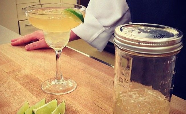 It's Friday—let's shake it up! It's time to transform your mason jars into DIY cocktail shakers.