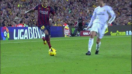 Dani Alves nutmegs Ronaldo! #GIF