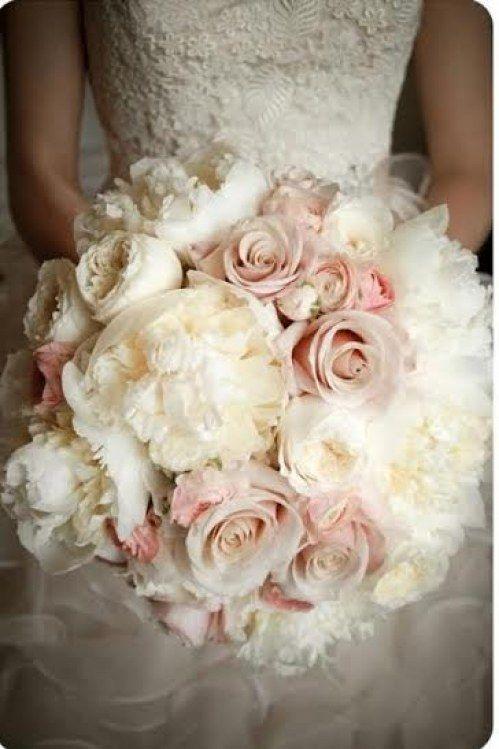 Ramo de novia en invierno: crema y blanco.