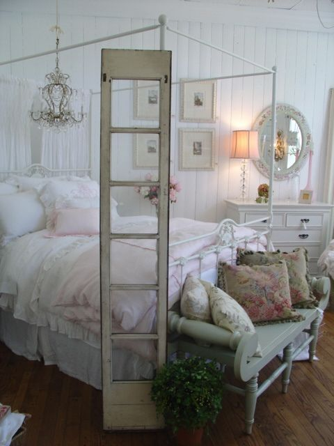 Beautiful, shabby cottage bedroom.. ❤️.•°¤*(¯`★´¯)*¤° Shabby Chic.•°¤*(¯`★´¯)*¤°❤️