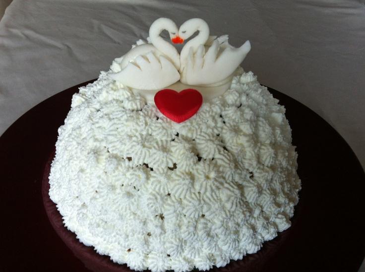 Zuccotto ripieno di crema e amarene per San Valentino