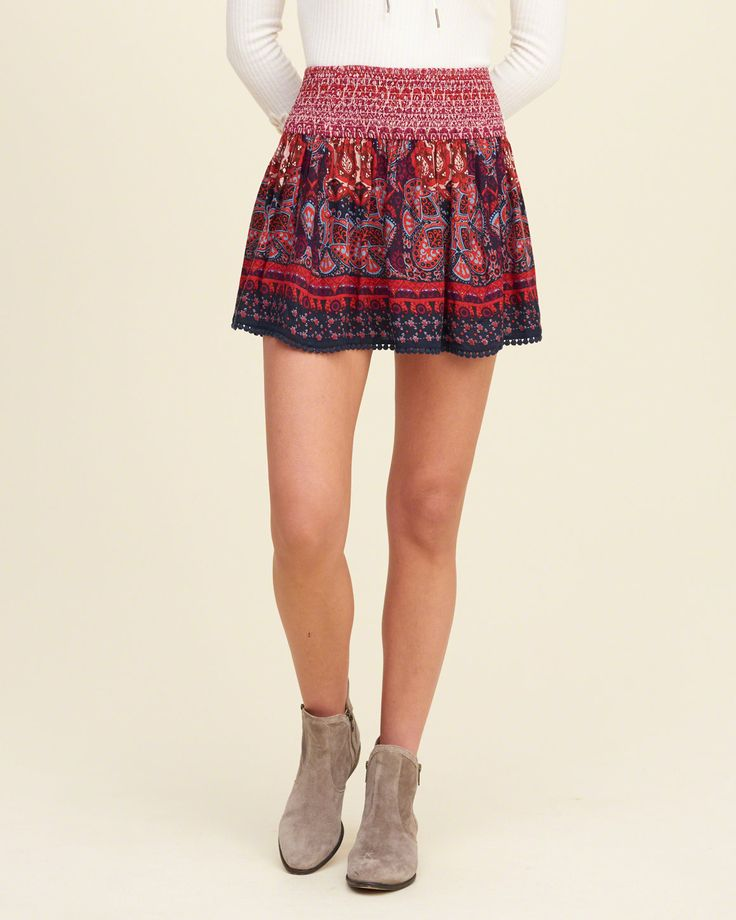 A flirty fit in all-over pattern, featuring a smocked waist