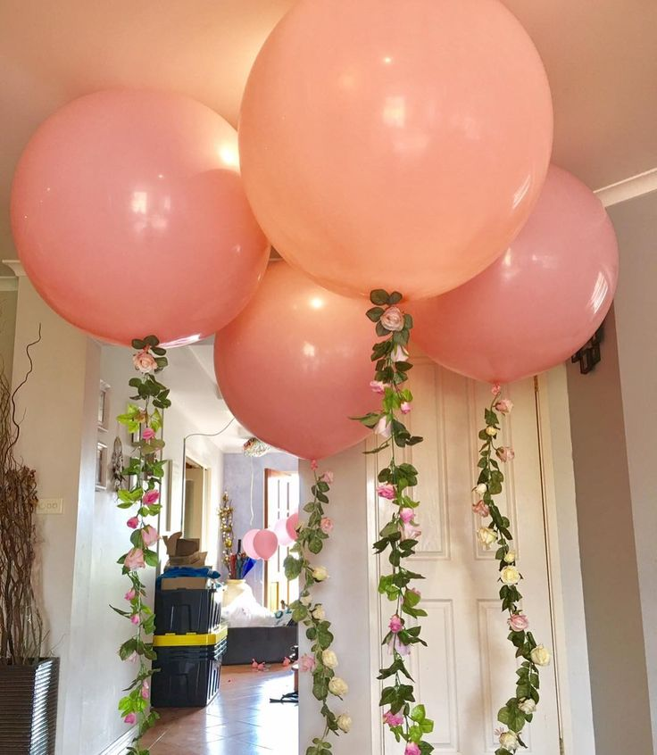 Nothing says Spring better than garlands of roses on balloons #pinkballoons #sydneyballoons #balloongarlands #greenery #jumboballoon #quirkyballoons #eventstyling #springstyle #balloonlove