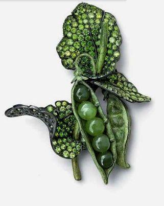 Peas by Hemmerle with jadeite and demantoid garnets