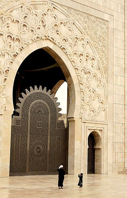 #Doorway Into Casablanca. #Doors into religious spaces are often grand, in honor of a holy place. Hassan II mosque in Casablanca, the largest mosque in the country and the 2 largest mosque in the world after the (Grand Mosque) of Mecca. #FengShui http://p