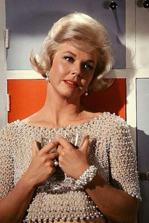 Doris Day - in her films her outfits were beautifully coordinated. So elegant.