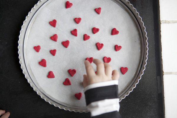 .Valentine'S Day, Valentine Day Crafts, Chains Kids Diy, Diy Crafts, Chains Diy, Beads Diy, Heart Chains, Heart Beads, Crafts Mak Heart