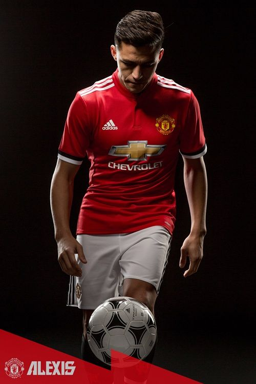 Pics: Alexis Sanchez's arrival at United - Official Manchester United Website  Welcome, Alexis!