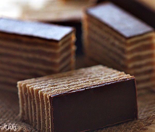 Sastojci   1 pakovanje kupovnih rozen kora - ja sam imala paket od 8 korica   500 ml. mleka  250 g. šećera  100 g. bele čokolade  150 g. m...