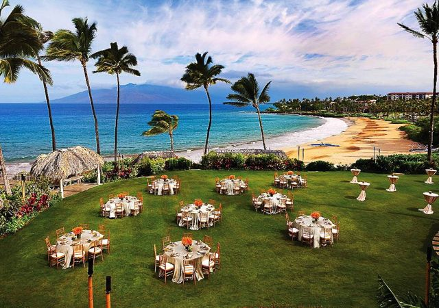 Four Seasons Maui and Hualalai Preferred Partner: When to Book for the Best Deal #TravelSort