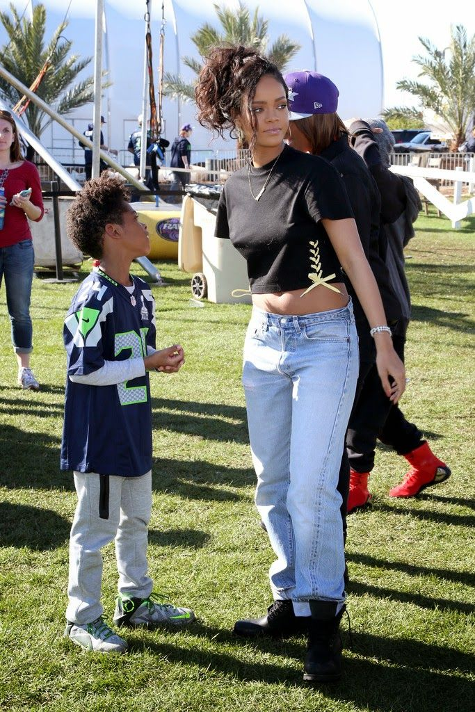 Rihanna at Directv Super Fan Tailgate in Glendale