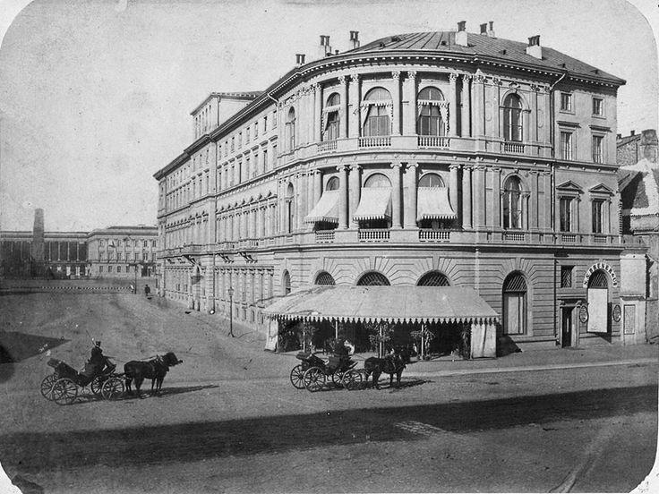 Hotel Europejski od strony Krakowskiego Przedmieścia. W oddali Plac Saski
