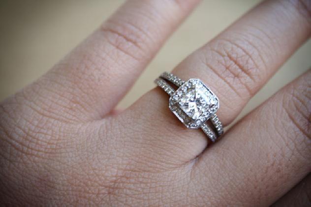 Izyaschnye wedding rings wedding vs engagement ring finger