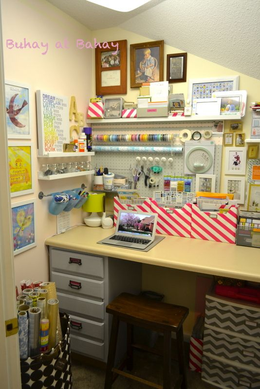 Best 25 small craft rooms ideas on pinterest craft storage ideas for small spaces craft - Small space sewing area style ...