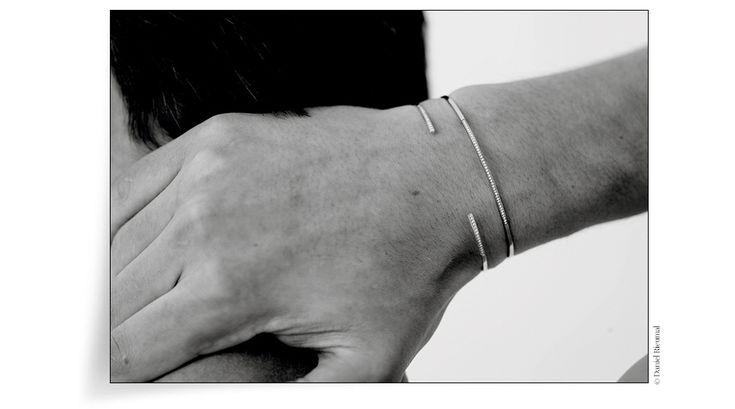 Lignes de diamants http://www.vogue.fr/vogue-hommes/mode/diaporama/bracelets-joncs-homme-diamants-ultra-fins/20833