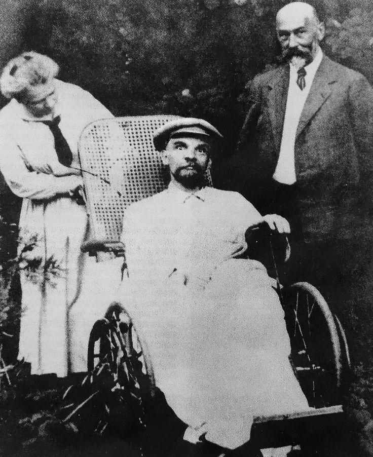 Última foto de Vladimir Lenin.  Había tenido tres infartos y estaba completamente mudo. 1923.