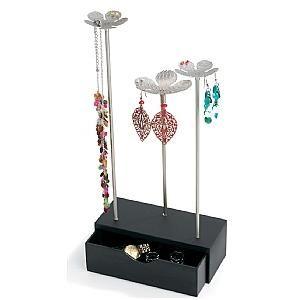 Deze charmante sieraden opbergbox heeft een opslag voor losse sieraden en munten, maar ook metalen bloemen waar men oorbellen en halskettingen aan kan hangen. Op www.shopwiki.nl #moederdag