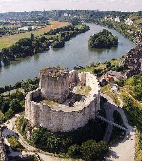Château Gaillard, Les Andelys, Eure département, Normandy, France.... http://www.castlesandmanorhouses.com/photos.htm ... Château Gaillard is a ruined medieval castle overlooking the River Seine. Construction began in 1196 under Richard the Lionheart, King of England and Duke of Normandy. The castle was built in just two years. Château Gaillard was possibly designed by Richard himself.