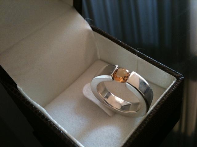 El otro mundo de Fabi, anillo plata con citrino brasileño de 1ct