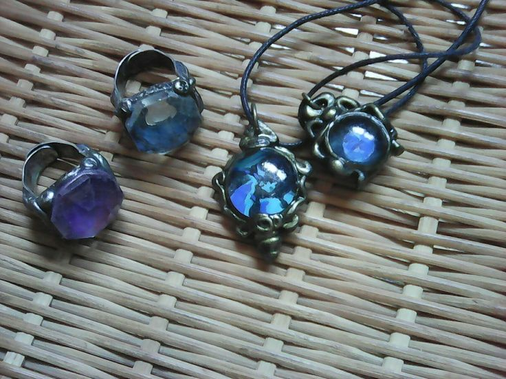 World pendants and duo of rings